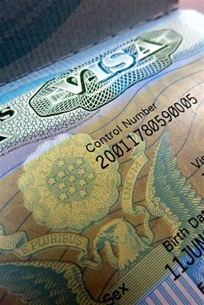Se puede cambiar residencia por visa de paseo y en el futuro solicitarla otra vez
