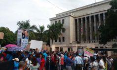 """Profesores piden aumento salarial 30% y distribución """"justa"""" del 4%"""