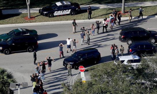 Confirman 17 muertos por tiroteo en Florida, identifican al autor como Nikolaus Cruz
