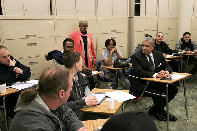 NUEVA YORK: Cónsules ayudarán a expresidiarios a obtener documentos